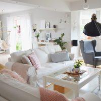 Salon – mieszkanka bieli z różem – skandynawski hit